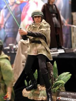 SDCC 2017 new Hot Toys Endor Luke Skywalker