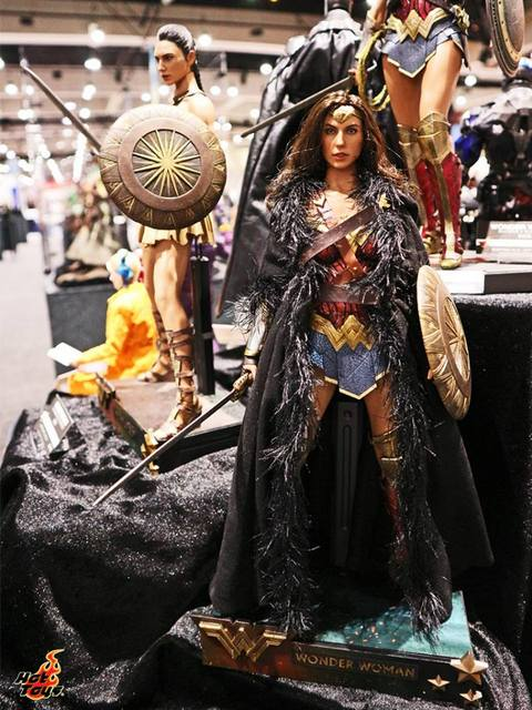 Sdcc 2017 New Hot Toys Wonder Woman With Coat Lyles