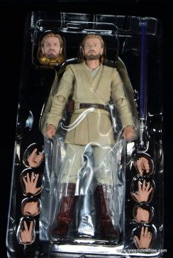 SHFiguarts Star Wars Obi-Wan Kenobi figure review -accessories in tray