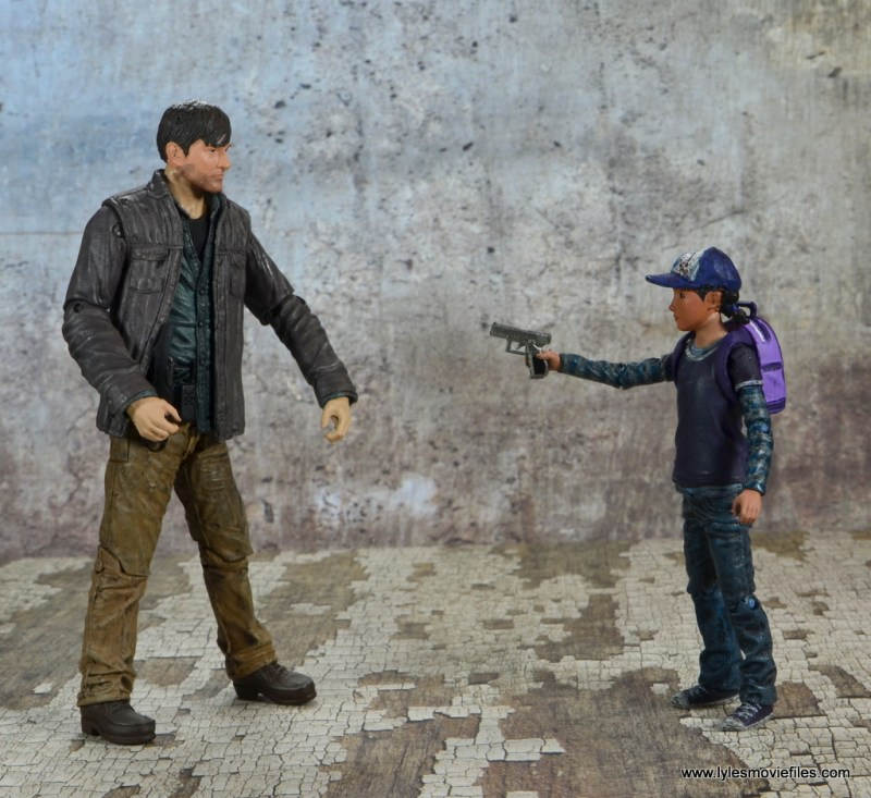 The Walking Dead Telltale Games Clementine figure review - aiming gun