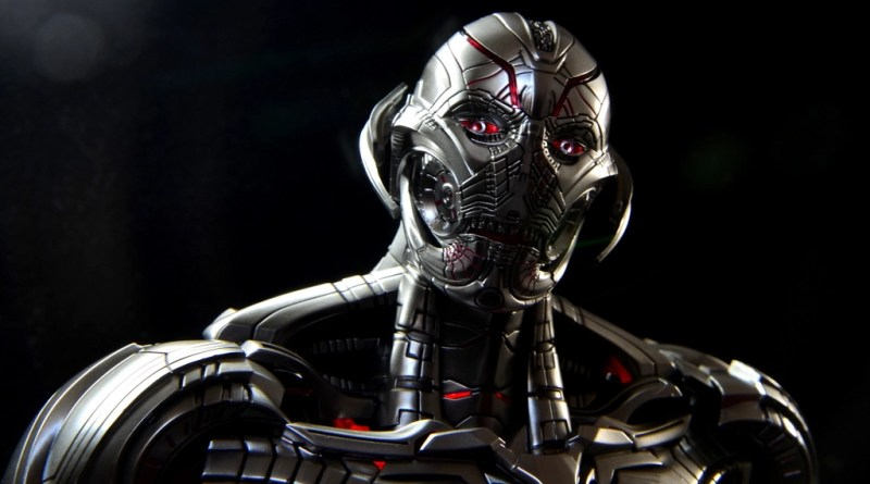 Hot Toys Avengers Ultron Prime figure review -side portrait