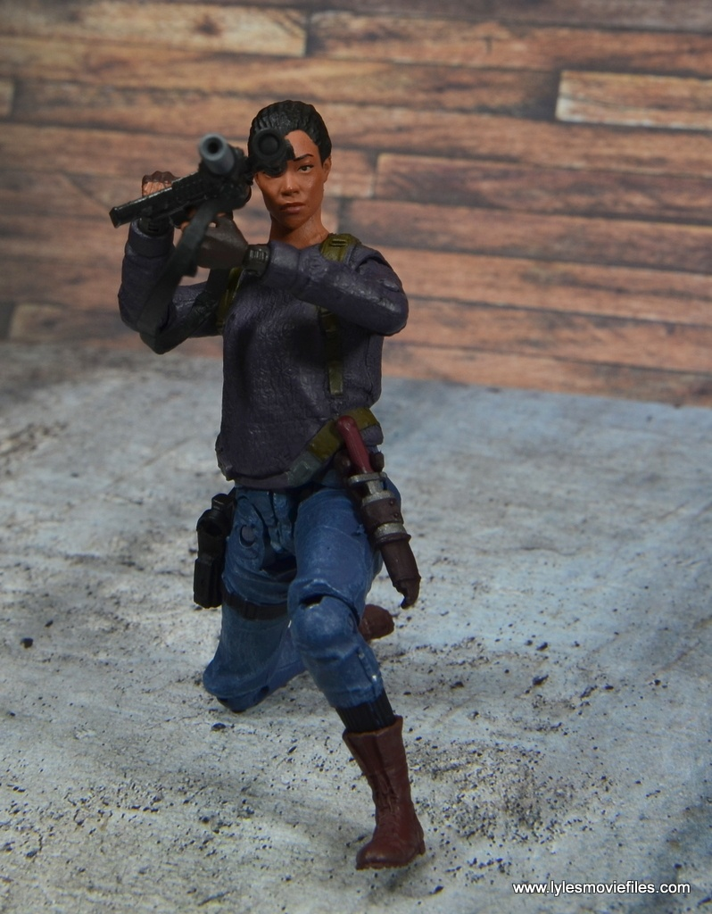 The Walking Dead Sasha figure review -aiming scope