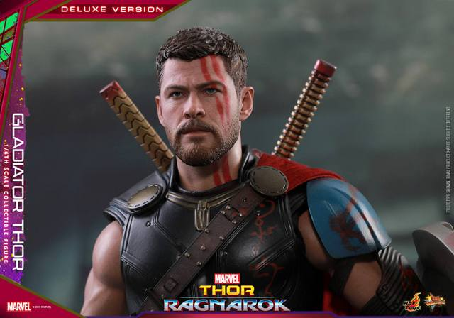 Hot Toys Gladiator Thor figure -close up helmet off