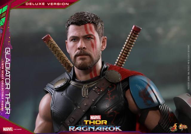 Hot Toys Gladiator Thor figure -close up helmet off