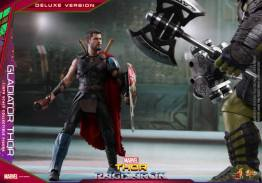 Hot Toys Gladiator Thor figure -looking at Hulk