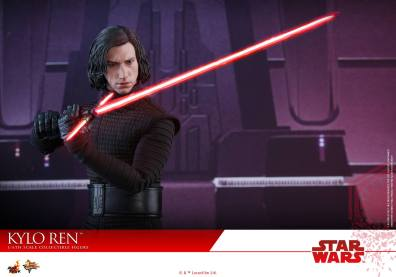 Hot Toys The Last Jedi Kylo Ren - cape off