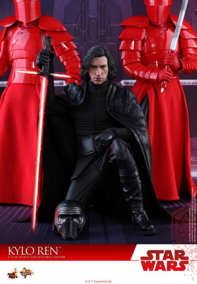 Hot Toys The Last Jedi Kylo Ren - kneeling