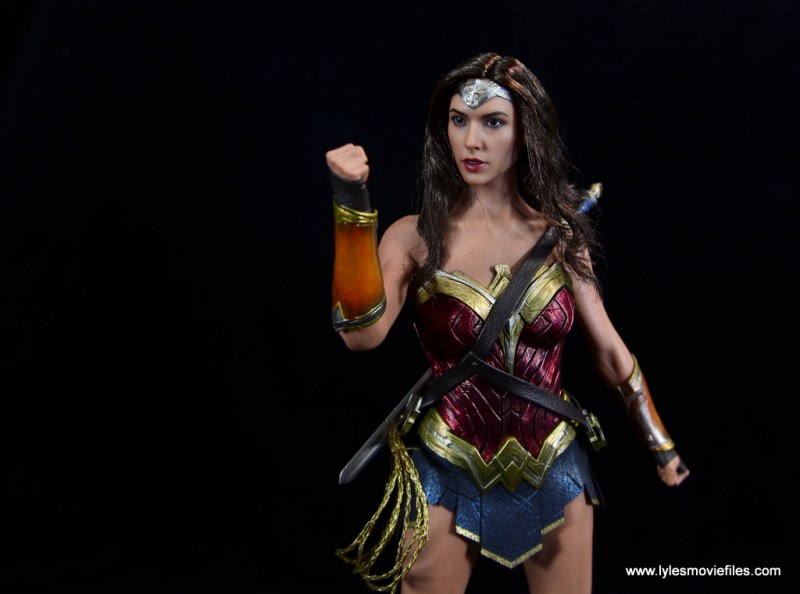Hot Toys Wonder Woman figure review -deflecting bullet