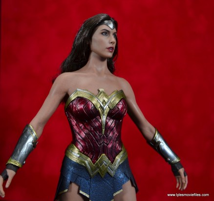 Hot Toys Wonder Woman figure review -looking up