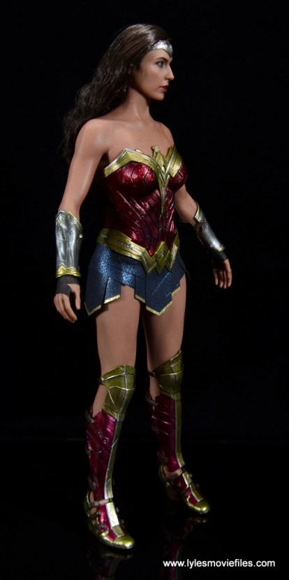 Hot Toys Wonder Woman figure review -right side