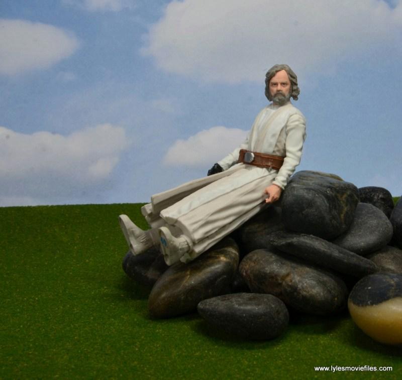Star Wars The Last Jedi Master Luke Skywalker figure review -sitting