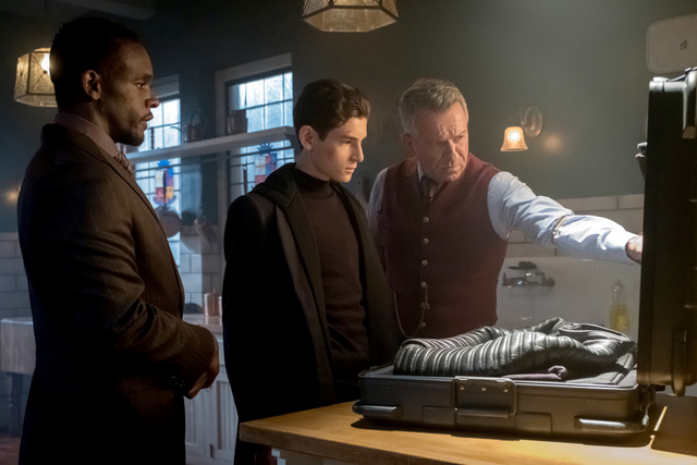 Gotham The Fear Reaper review - Lucius shows Bruce and Alfred new suit