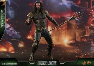 Hot Toys Aquaman figure -battle in streets