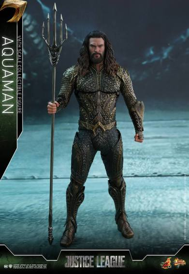 Hot Toys Aquaman figure - front