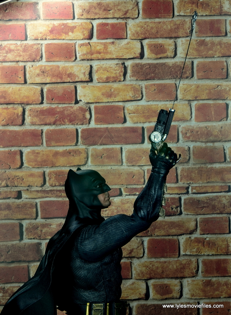 Hot Toys Batman v Superman Batman figure review -grapple lead out