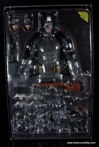 Hot Toys Batman v Superman Batman figure review -in tray