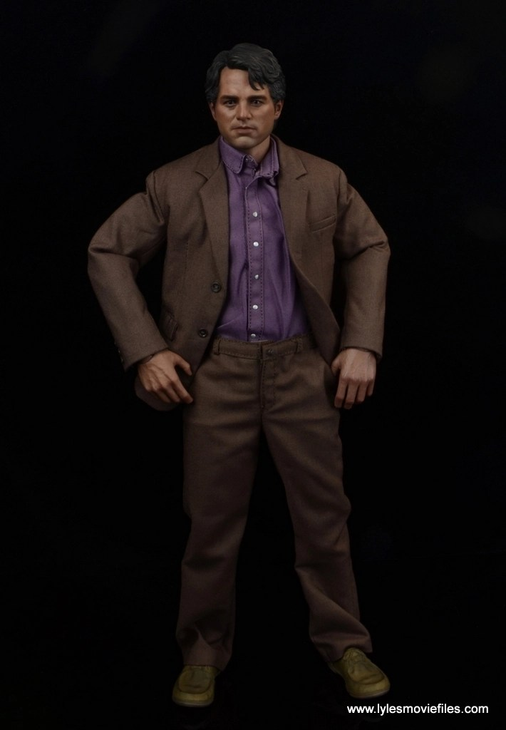 Hot Toys Bruce Banner figure review -hands on hips