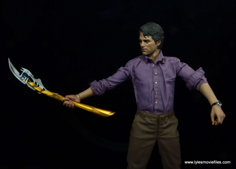Hot Toys Bruce Banner figure review -holding Loki's spear