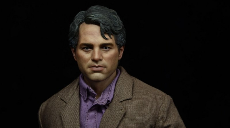 Hot Toys Bruce Banner figure review -main pic