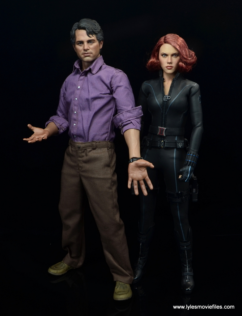 Hot Toys Bruce Banner figure review -scale with Black Widow