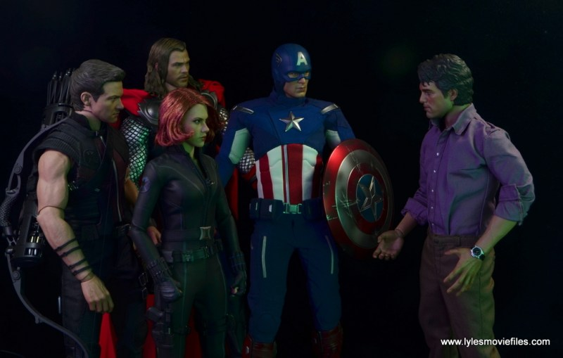 Hot Toys Bruce Banner figure review -with Hawkeye, Thor, Black Widow and Captain America