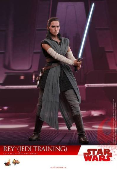 Hot Toys The Last Jedi Rey Jedi Training figure -ready with lightsaber