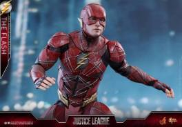 Hot Toys Justice League The Flash figure - battle ready