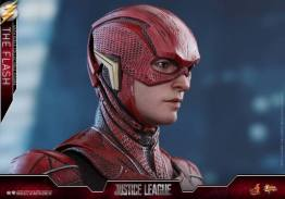Hot Toys Justice League The Flash figure - head close up