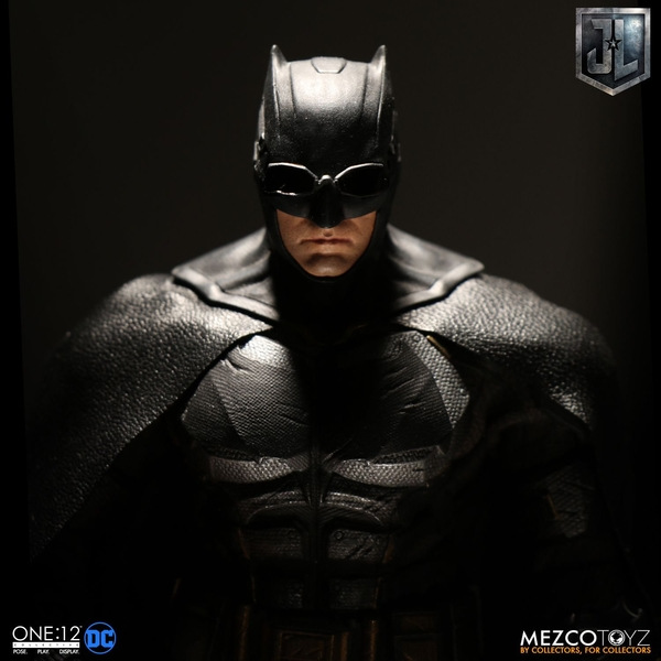 Mezco One12 Collective Justice League Movie Tactical Suit Batman figure dark