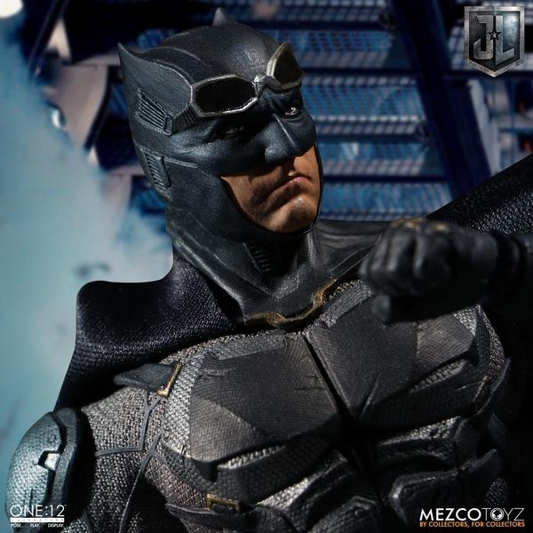 Mezco One12 Collective Justice League Movie Tactical Suit Batman figure goggles up