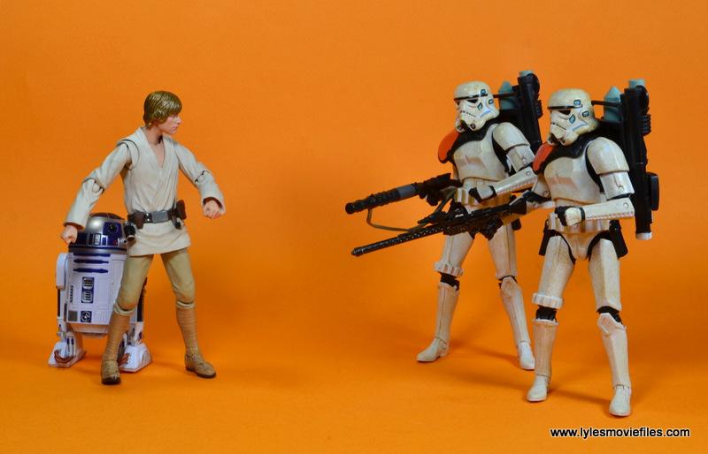 SH Figuarts Luke Skywalker figure review -hiding R2 from Sandtroopers