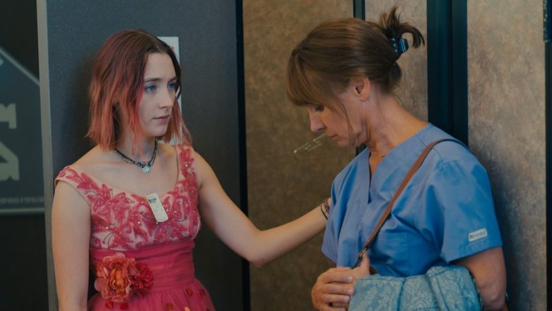 lady bird review saoirse ronan laurie metcalf