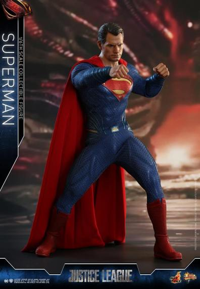 hot toys justice league superman figure review -punching
