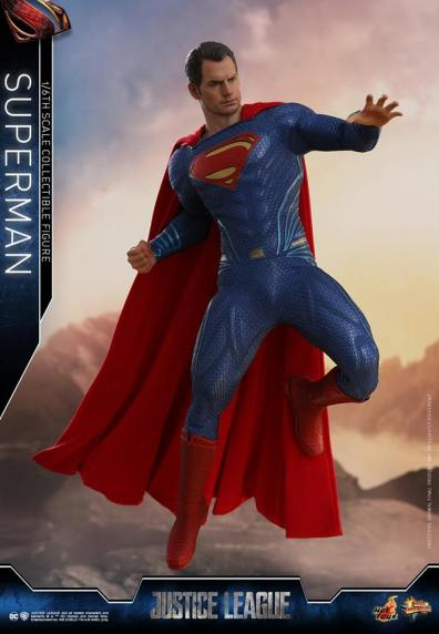 hot toys justice league superman figure review -setting back to punch