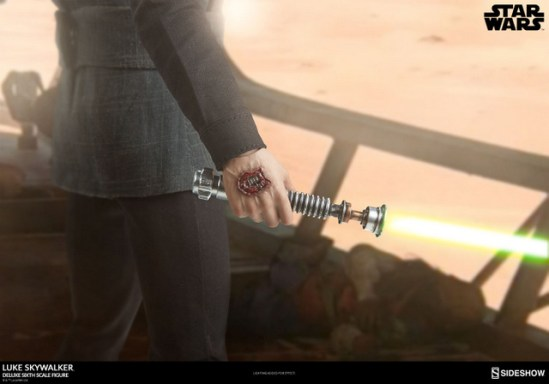 star-wars-luke-skywalker-sixth-scale-figure-sideshow-blaster damaged hand