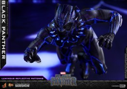 hot toys black panther figure -led attack