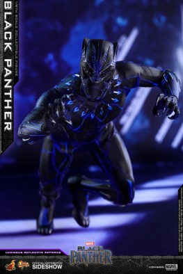 hot toys black panther figure - led attacking
