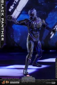 hot toys black panther figure - led side