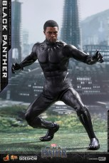 hot toys black panther figure - unmasked crouching