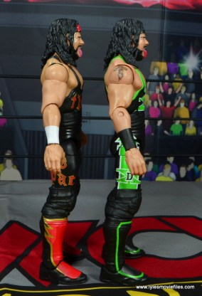 wwe elite syxx figure review - side comparison to x-pac