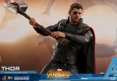 Hot Toys Avengers Infinity War Thor figure Swinging stormbreaker