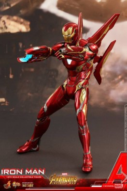 hot toys avengers infinity war iron man figure -standing and aiming