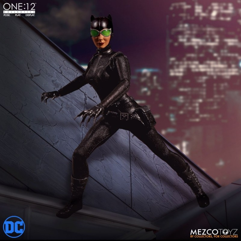 mezco catwoman one: 12 figure on a rooftop