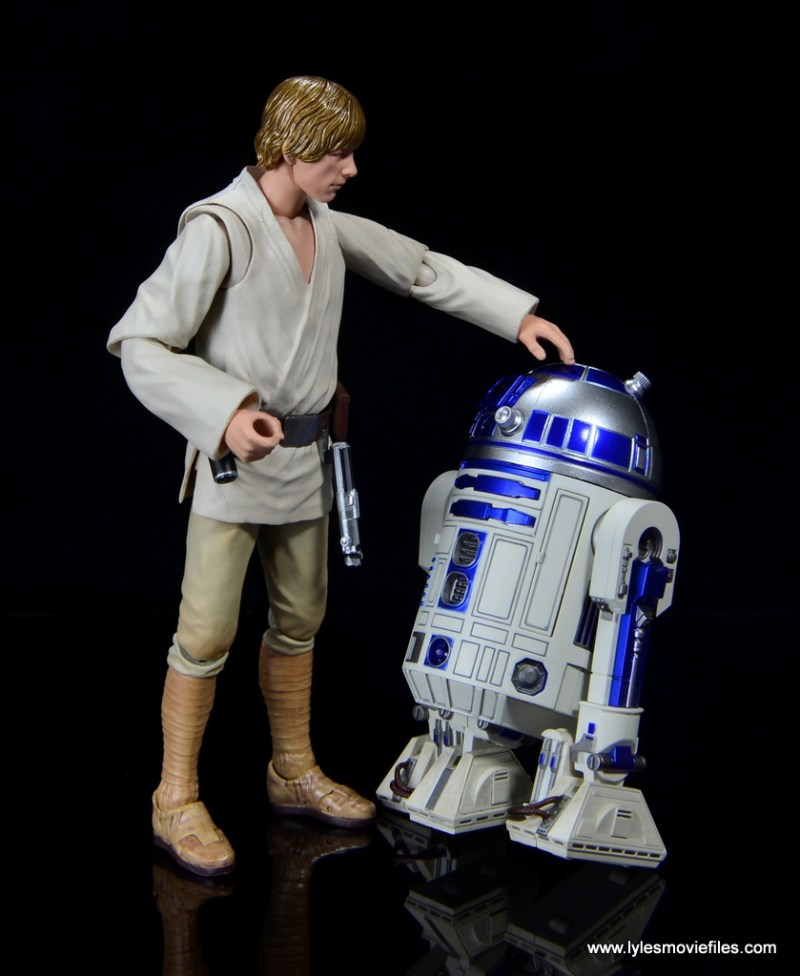 sh figuarts r2d2 figure review - hanging with luke skywalker
