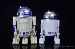 sh figuarts r2d2 figure review - rear pic with hasbro star wars black r2d2
