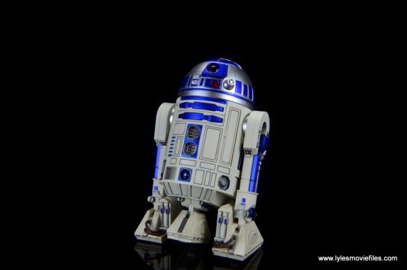 sh figuarts r2d2 figure review - wide pic