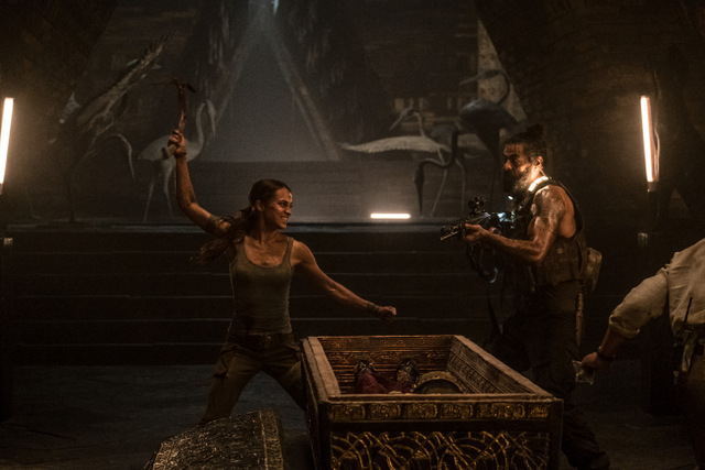 tomb raider movie review - lara in the tomb