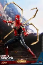 hot toys avengers infinity war iron spider-man figure -battle ready
