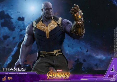 hot toys avengers infinity war thanos figure - looking at gauntlet