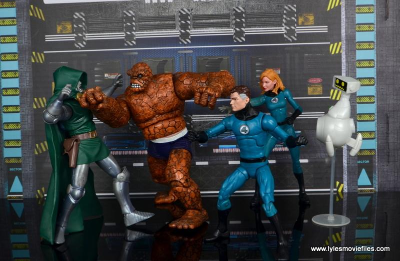 marvel legends mister fantastic figure review - fantastic four vs dr. doom
